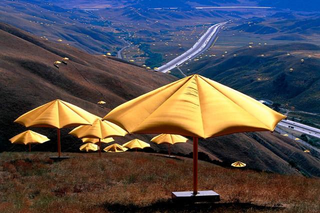 Christo_Umbrellas_Californie_1