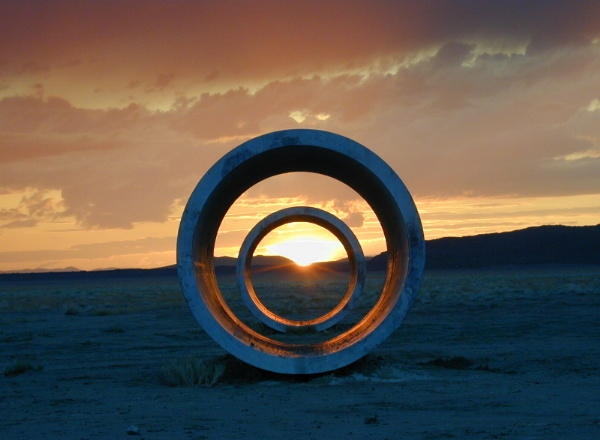 Nancy Holt, Sun tunnels