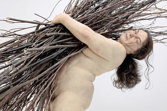 """Woman with Sticks"", 2009. Matériaux divers. Courtesy Hauser & Wirth. (RON MUECK / PHOTO COURTESY HAUSER & WIRTH, LONDRES.)"