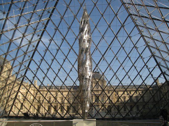 Sculpture, en métal , Suppo, de Wim Delvoye au Louvre 2012