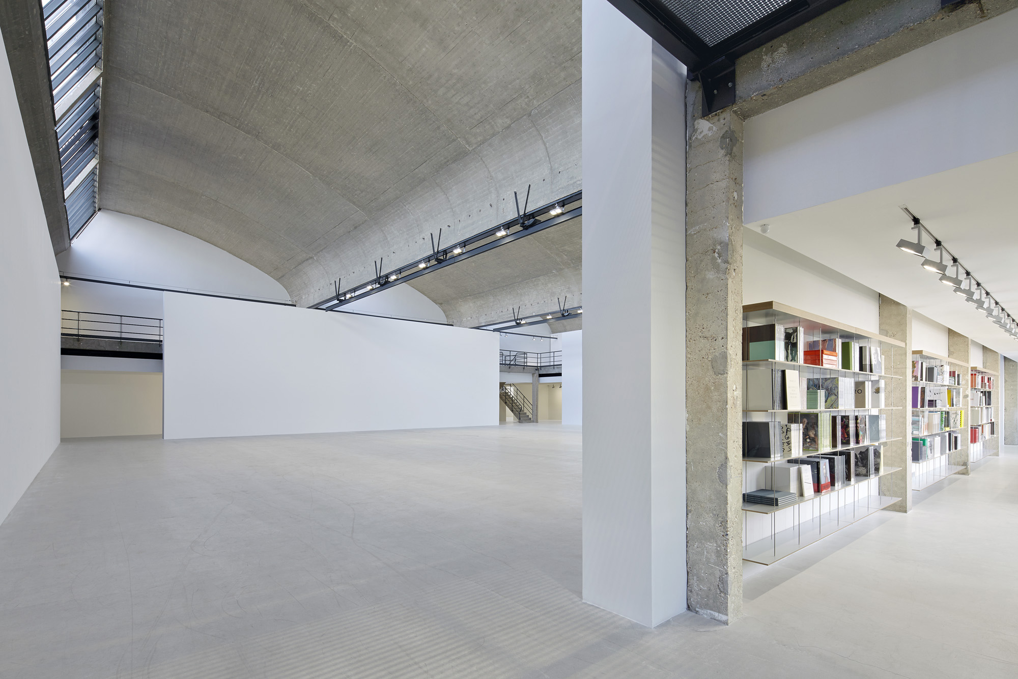 Gagosian-Gallery-Le-Bourget-2013-14-1