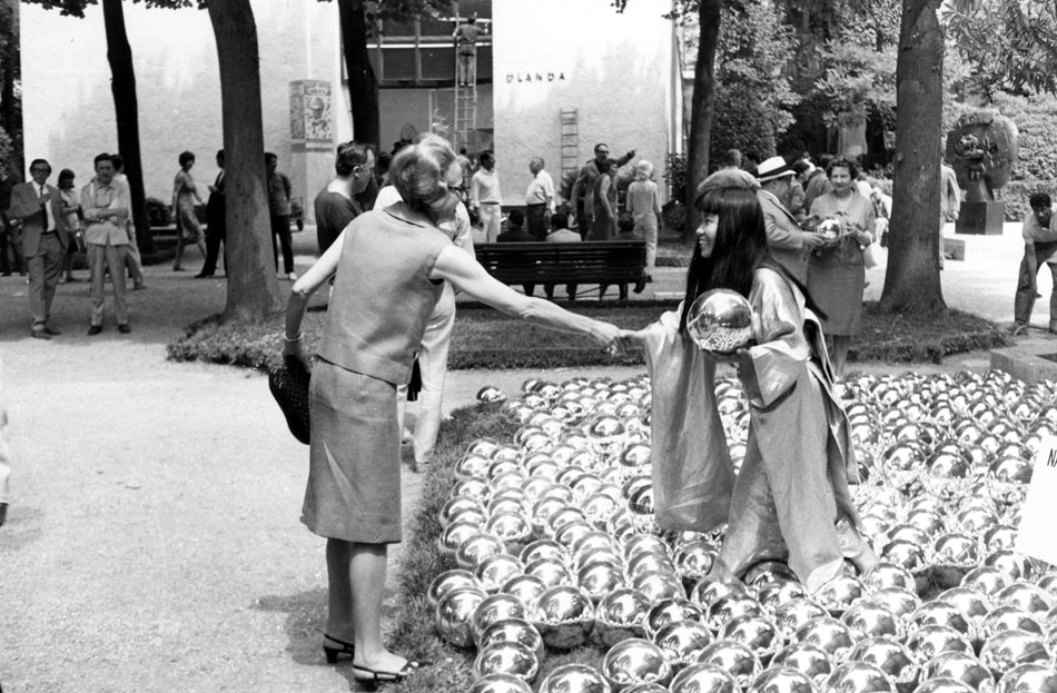 Yayoi Kusama, Nacissus Garden, 1977