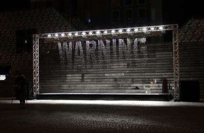 x274_d35f-04-warning_photochristianhofmann-courtesyjuliuspopp