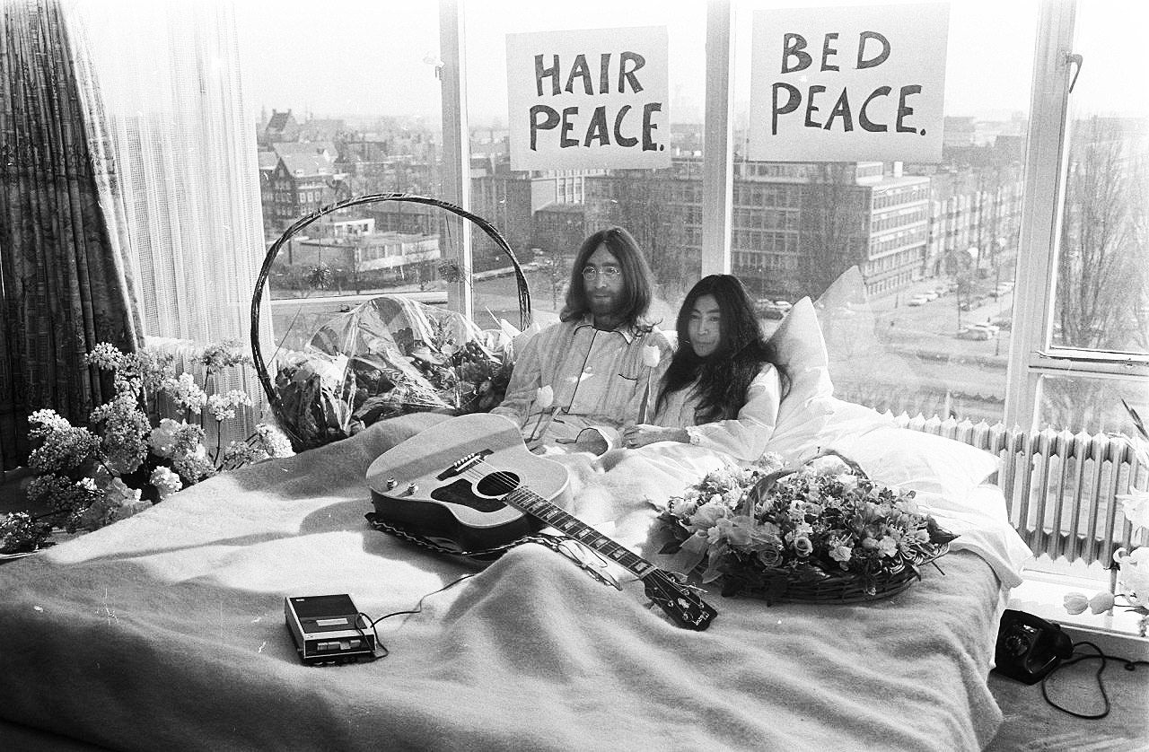 john-yoko-bed-netherlands-archive-2