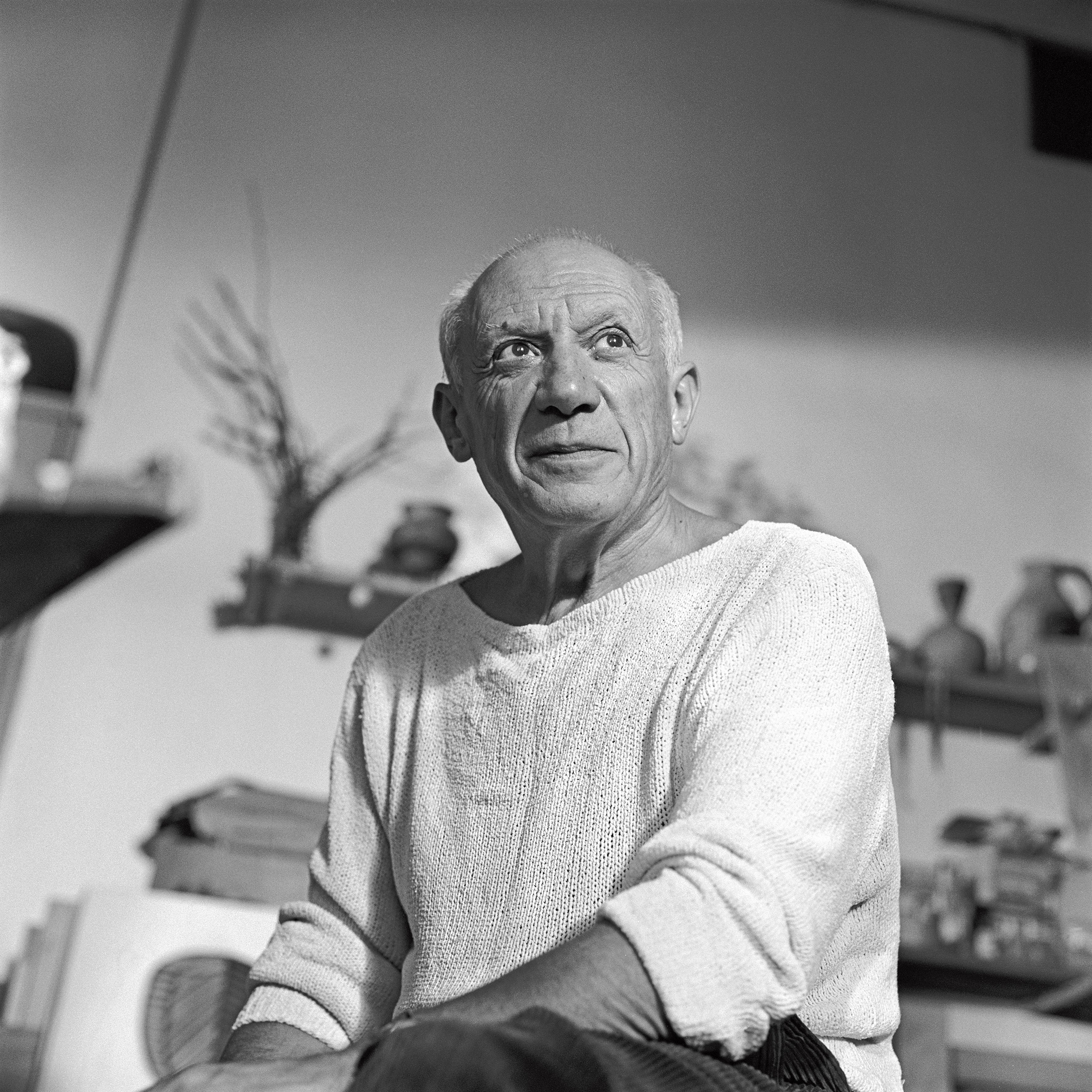 00_Edward_Quinn_Picasso_dans_son_atelier_Le_Fournas_1953_Photo_Edward_Quinn(c)edwardquinn.com