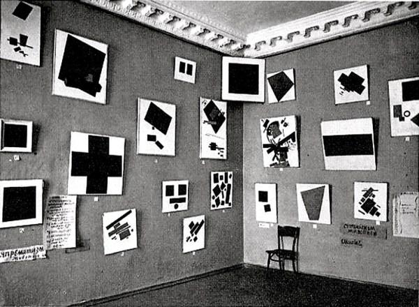 L'espace Malevitch lors d'une exposition en 1915