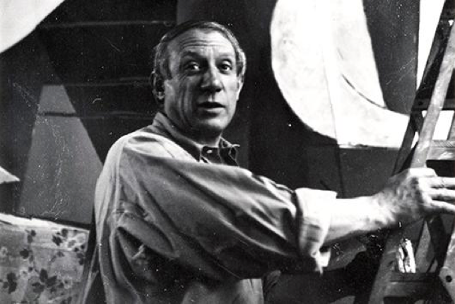 Dora Maar, Picasso on a stepladder in front of Guernica