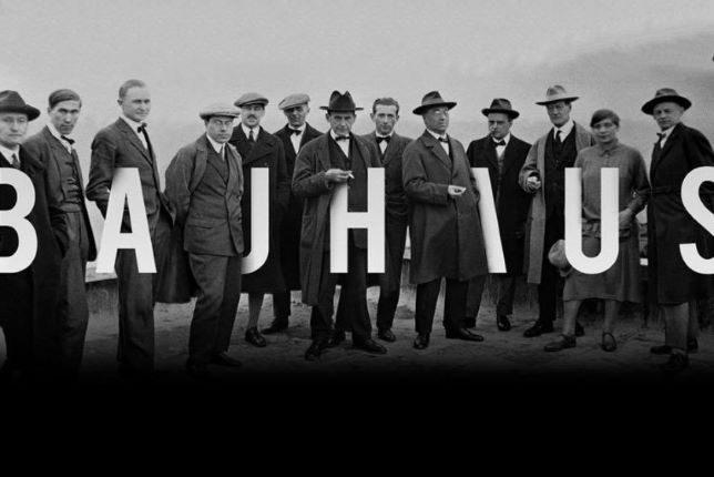 Photographie en noir et blanc des artistes enseignants au Bauhaus