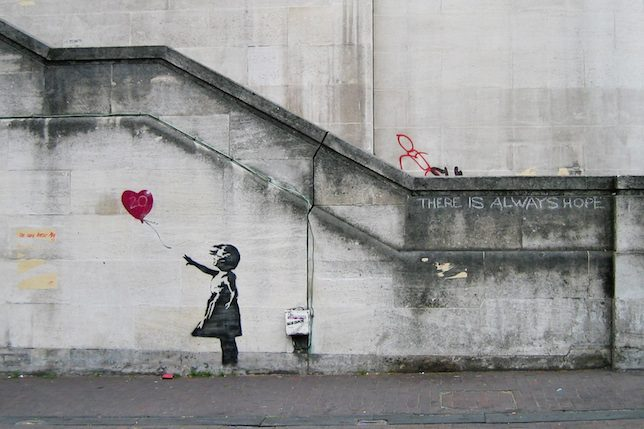Image décorative: 25 Œuvres contemporaines à connaître absolument: Banksy, Girl with Balloon, 2002