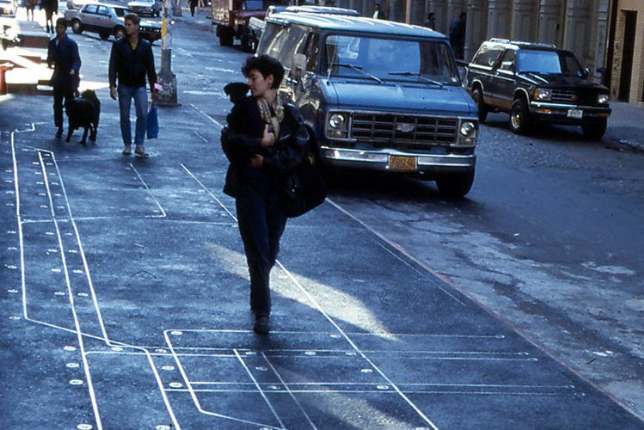 Photographie de Greene Street à Soho où est installée Subway Map Floating on a New York Sidewalk de Françoise Schein