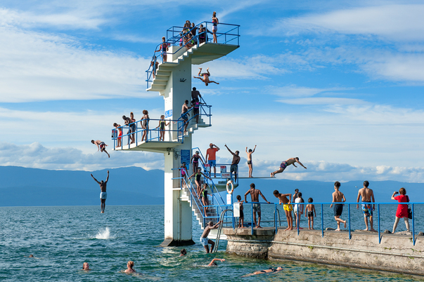 Beach photography Joost Wensveen, Le grand saut, 2017