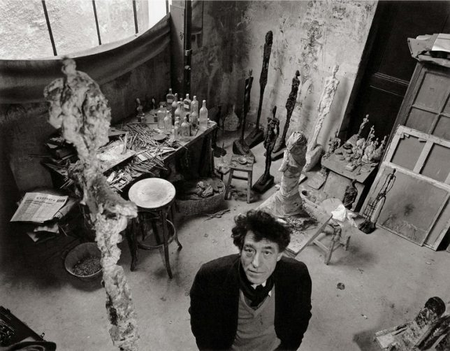 Robert Doisneau, Photographie d'Alberto Giacometti dans son atelier, 1957