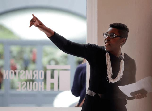 Christine Eyene, femme engagée dans le monde de l'art, critique d'art, historienne d'art et commissaire d'exposition camerounaise.