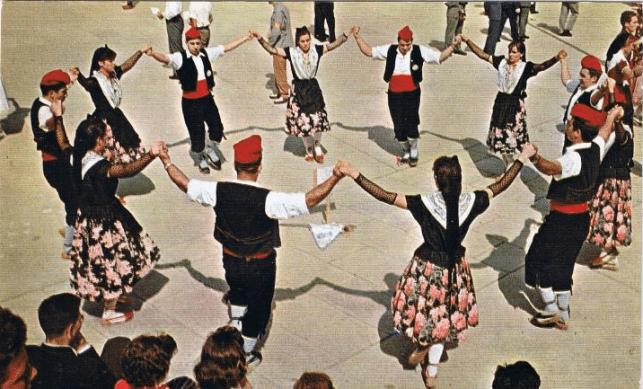 "Groupe qui danse la ""Sardana"""