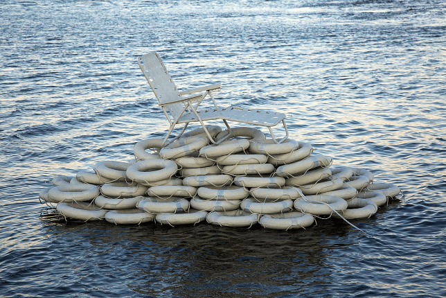 Jenny Kendler, Lounging Through the Flood in the confluence of the Ohio and Mississippi rivers, 2019 - environmental art