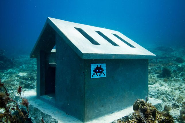 Invader under the sea in Cancun, source: space-invaders.com