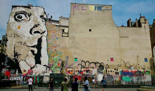 Fresque de Jef Aérosol à côté du Centre Pompidou, Paris