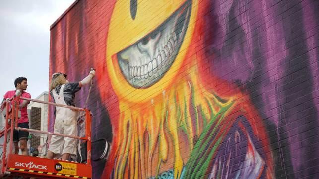 Murale de visage souriant et crâne, Ron English, MURAL festival, Montréal, street art